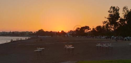 Paphos Juni 2019 - Sonnenuntergang auf Rikkos Beach. Zypern