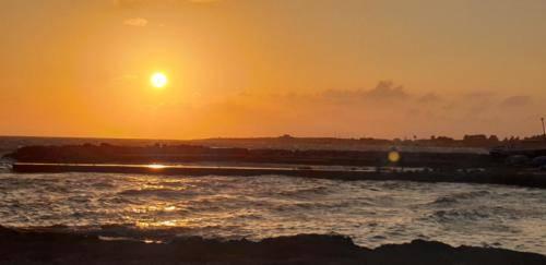 Paphos 2019 Sonnenuntergang in Juli.