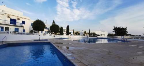Infinity Pool bei Ikaria Village in Chloraca